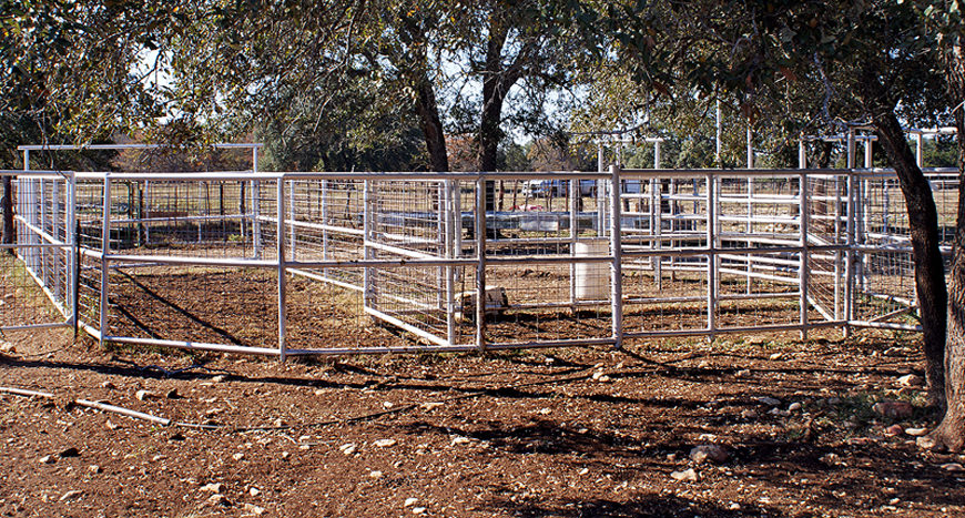 We custom build corrals and cattle pens.